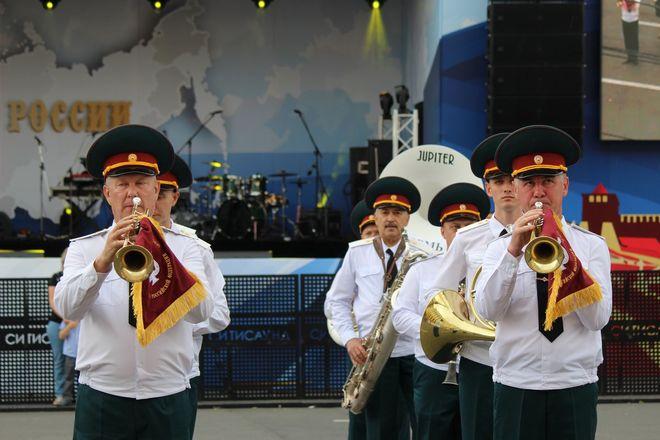 Фестивали духовых оркестров и Дружбы народов прошли в Нижнем Новгороде в День России - фото 14