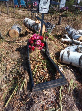 Соцсети: кресты и надгробья оказались разрушенными после благоустройства на кладбище в Лукояновском районе - фото 2