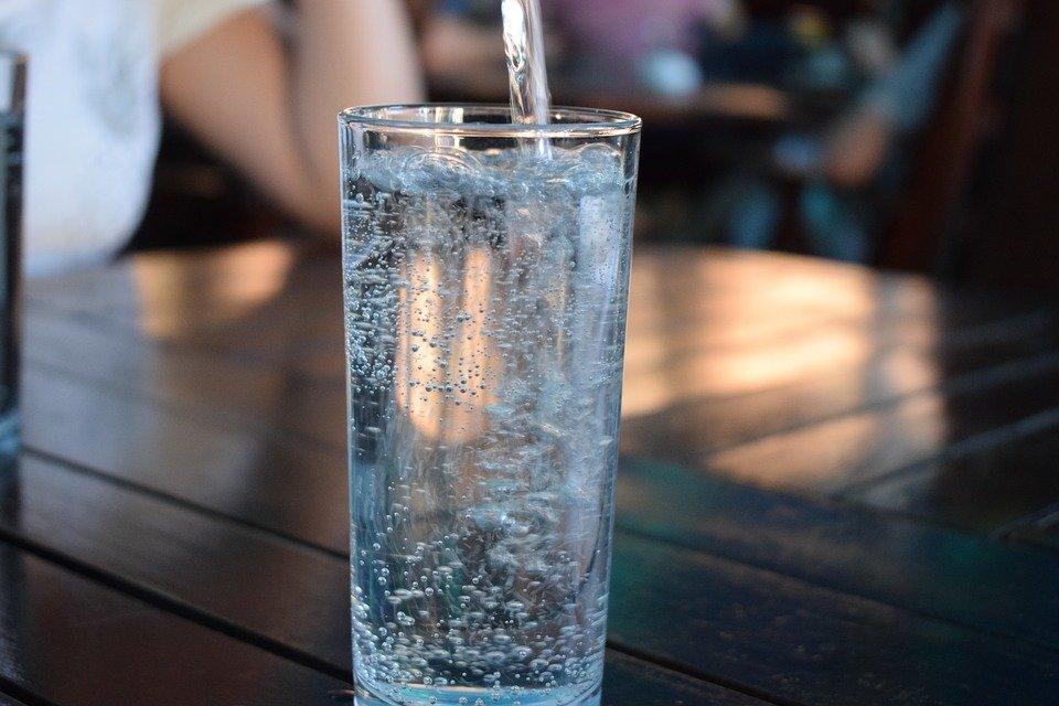 Зачем пить минеральную воду каждый день