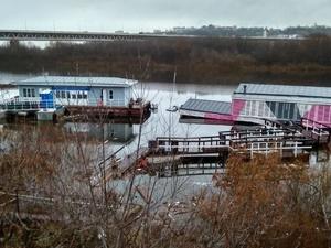 Двухэтажный дебаркадер затонул в Нижнем Новгороде