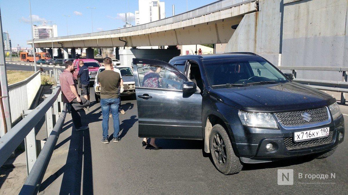 Участники ралли «Пекин — Париж -2019» в Нижнем Новгороде попали в аварию на въезде на метромост - фото 2