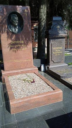 На Бугровском кладбище разрушается забор и подтапливаются могилы - фото 3