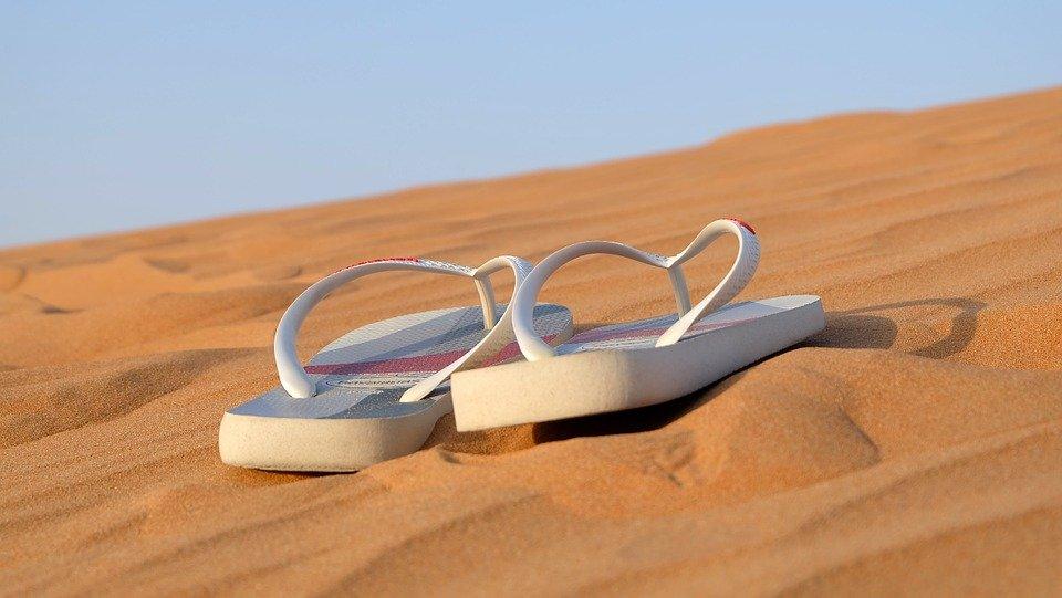 4 вида популярной летней обуви, которая может серьезно навредить ногам - фото 2