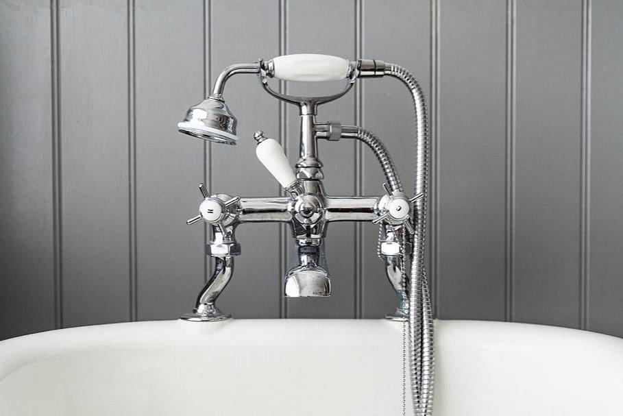 Как избавиться от плесени в ванной: пять эффективных и бюджетных средств - фото 1