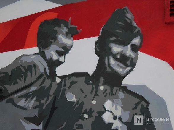 Стрит-арт в честь 75-летия Победы создали в кремле нижегородские художники - фото 12