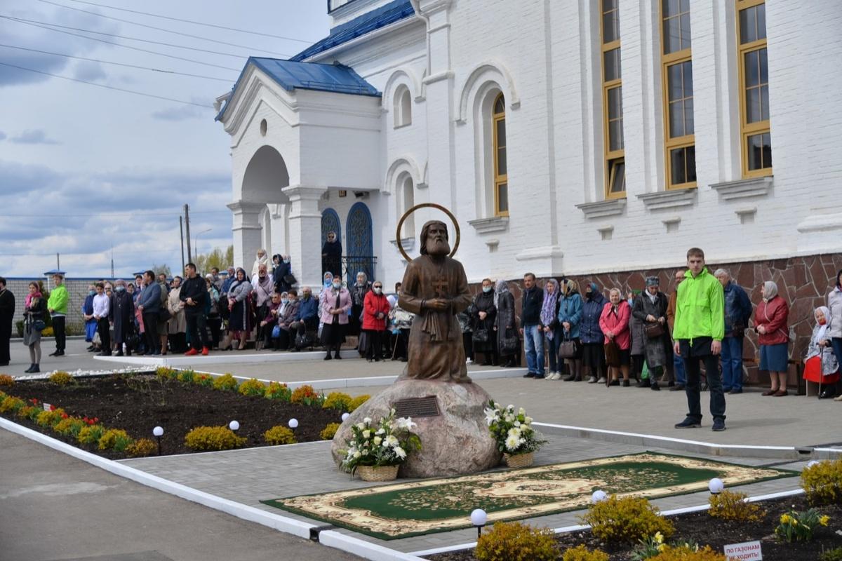 Памятник Серафиму Саровскому установили в Дзержинске - фото 1