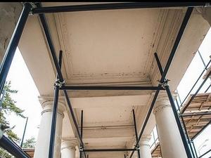 Ремонт крыши главного входа начался в нижегородском парке «Швейцария»