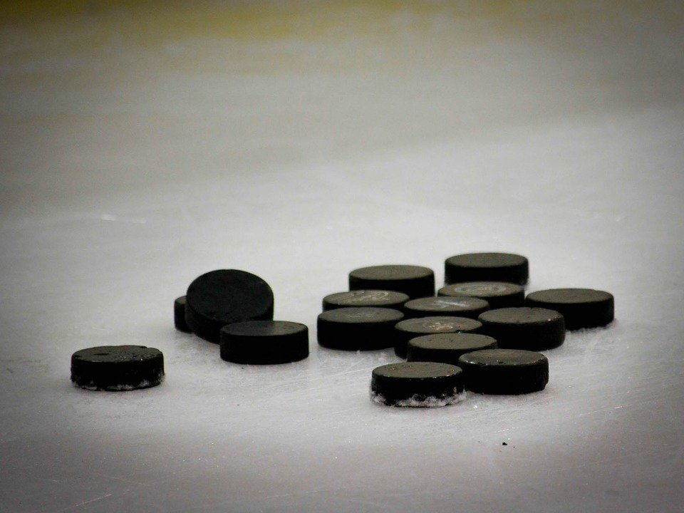 Хоккейные матчи ограничат движение на проспекте Гагарина - фото 1