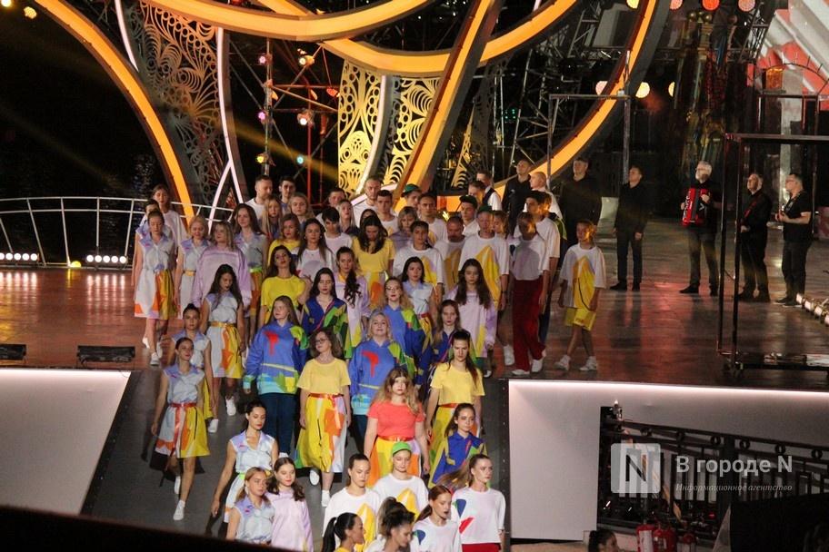 Огонь, вода и звезды эстрады: Как прошло гала-шоу 800-летия Нижнего Новгорода - фото 18