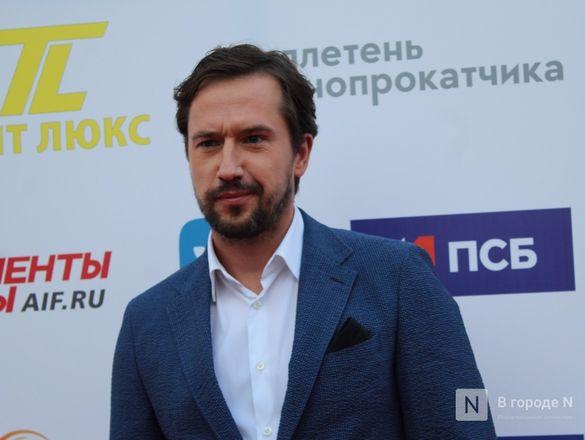 Маски на красной дорожке: звезды кино приехали на «Горький fest» в Нижний Новгород - фото 88