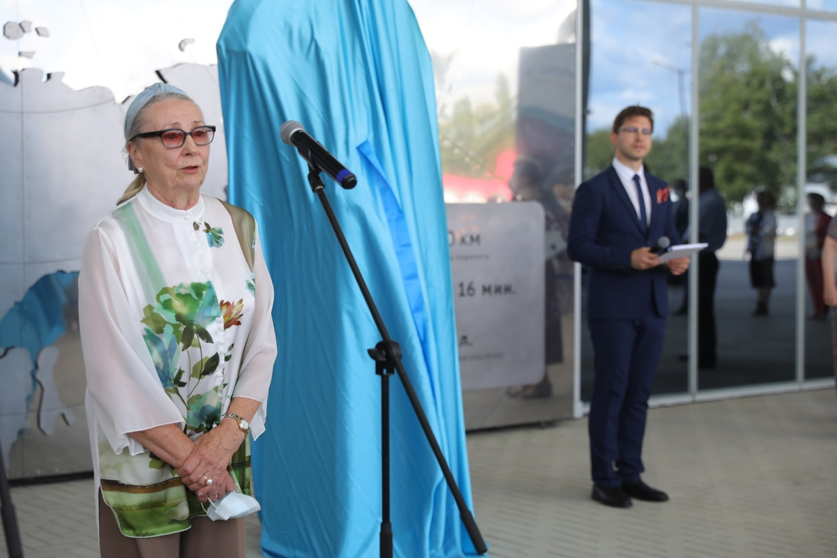 Дочь летчика Чкалова посетила новую экспозицию в нижегородском аэропорту - фото 1