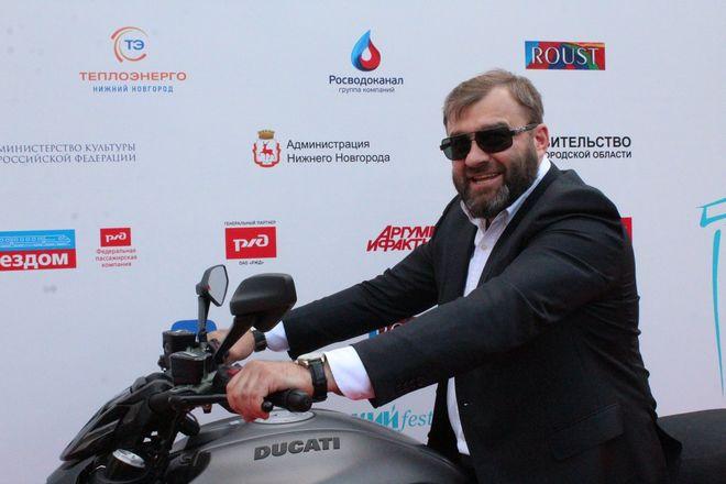 Пореченков выехал на мотоцикле на красную дорожку «Горький fest» - фото 2