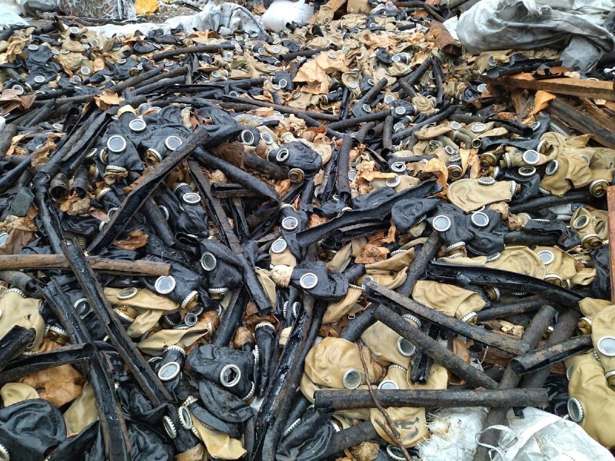 Свалку противогазов обнаружили жители Ильиногорска - фото 1