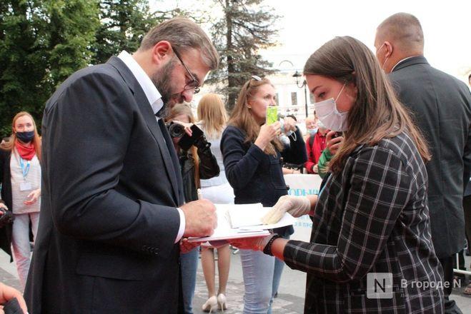 Маски на красной дорожке: звезды кино приехали на «Горький fest» в Нижний Новгород - фото 86