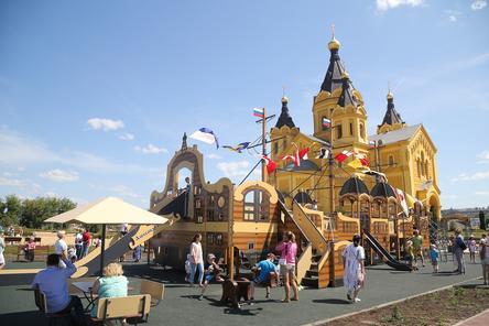 Детская площадка в виде корабля открылась на Стрелке в Нижнем Новгороде