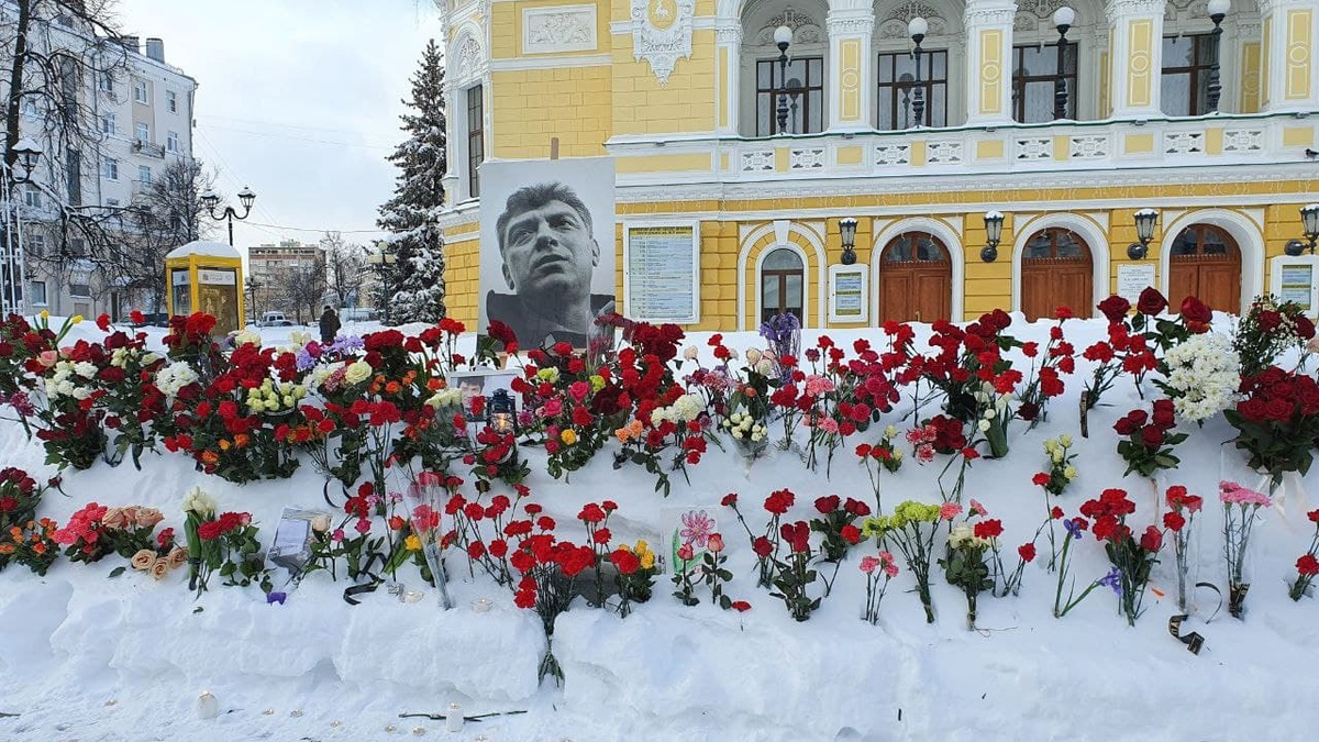 Акция памяти Бориса Немцова прошла на улице Большой Покровской - фото 1