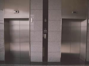 В нижегородских многоэтажках до конца года установят 208 новых лифтов