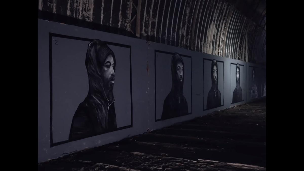В арт-проект о полицейской жестокости превратился нижегородский ангар - фото 1