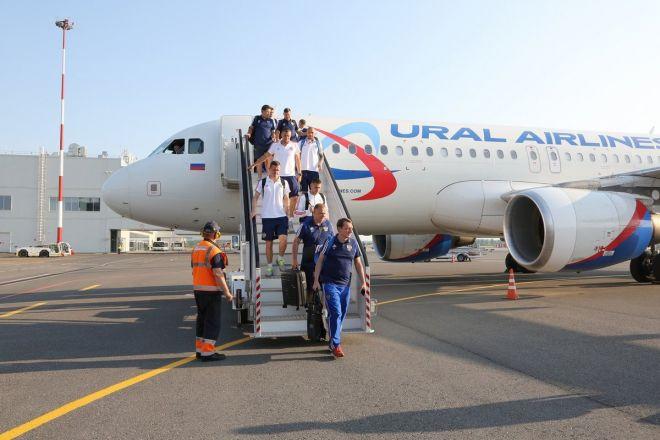 Сборная России по футболу прибыла на матч в Нижний Новгород - фото 5