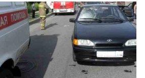Иномарка въехала в остановку в Автозаводском районе: погибла женщина - фото 1