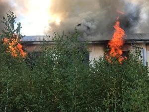 Заброшенное здание горит в Богородске