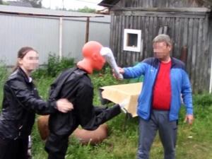 Отчим в Володарском районе насмерть прибил палкой пьяного пасынка