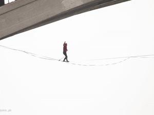 Канатоходец под Молитовским мостом удивил нижегородцев
