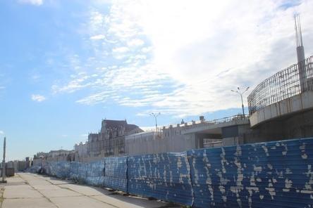 Синий забор на Нижне-Волжской набережной предлагают превратить в памятник