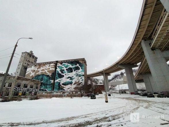 Технику для демонтажа элеватора завозят под метромост в Нижнем Новгороде - фото 4