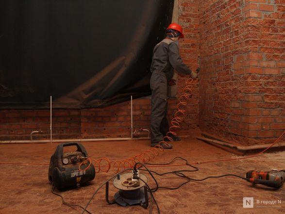 Инъекция для стен: как идет реставрация фасада нижегородской фабрики «Маяк» - фото 48