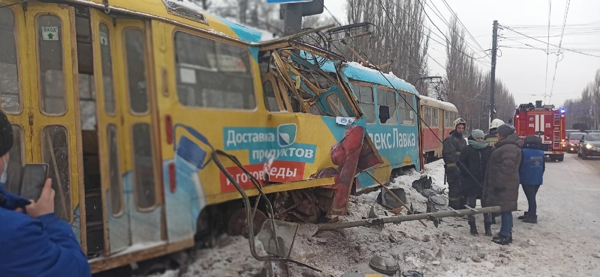 Трамвай «разорвало» о столб в Нижнем Новгороде - фото 1