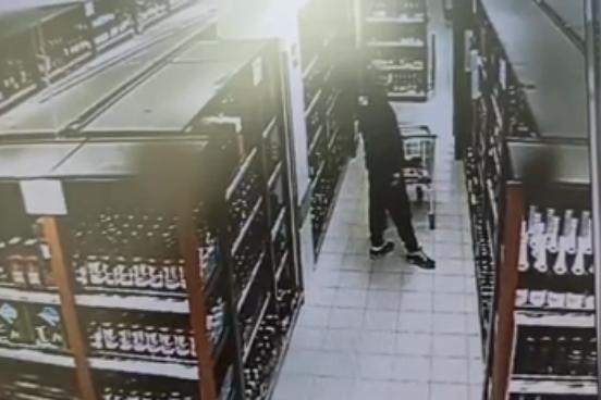 Мужчина воровал еду и алкоголь из магазинов восьми районов Нижегородской области - фото 1